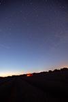 Fotografía de un campo de lavanda y Via Láctea panorámica