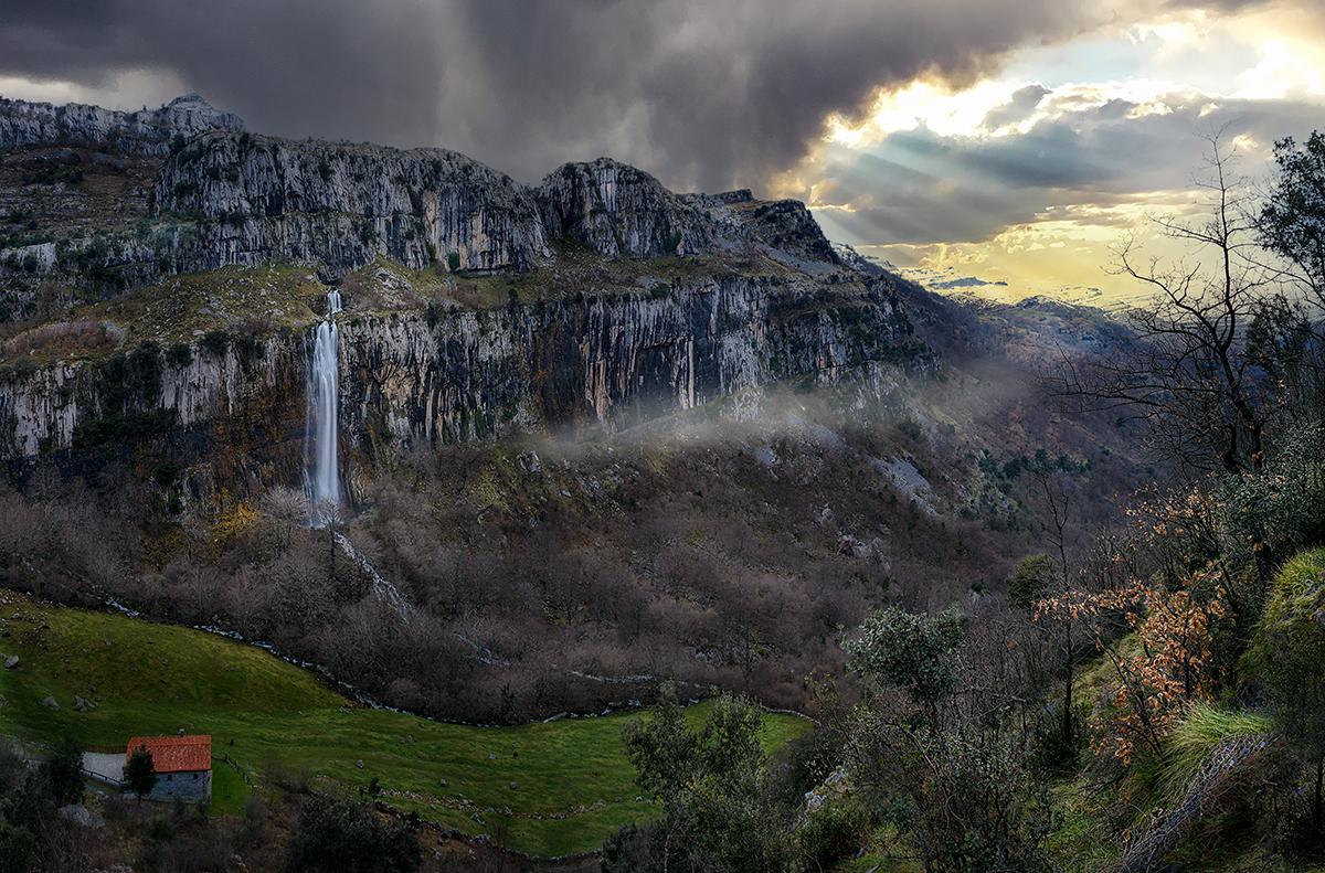 Cantabria Atardecer entre brumas