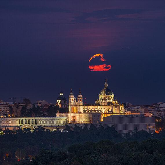 Madrid Arquitectura Catedral de la Almudena luna