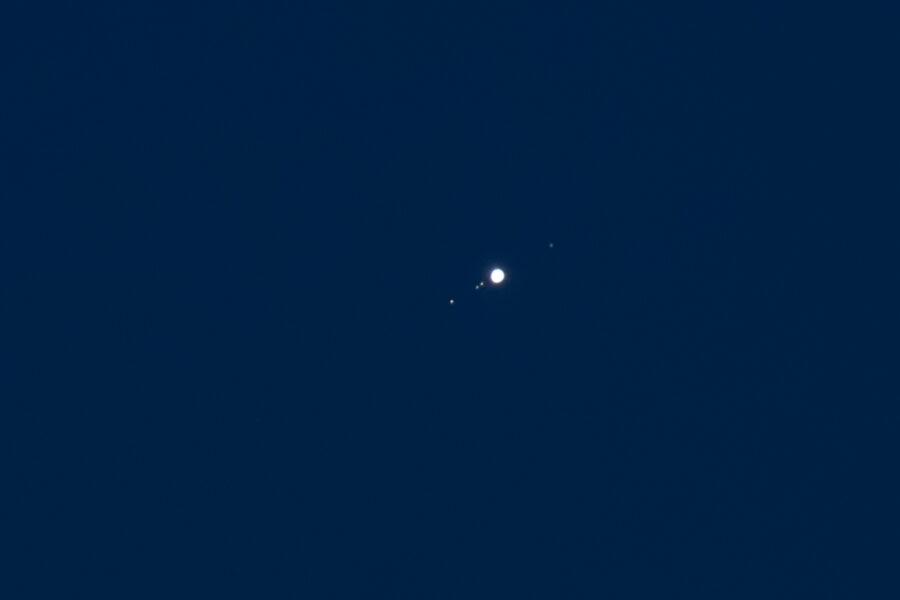 Júpiter y sus cuatro lunas principales