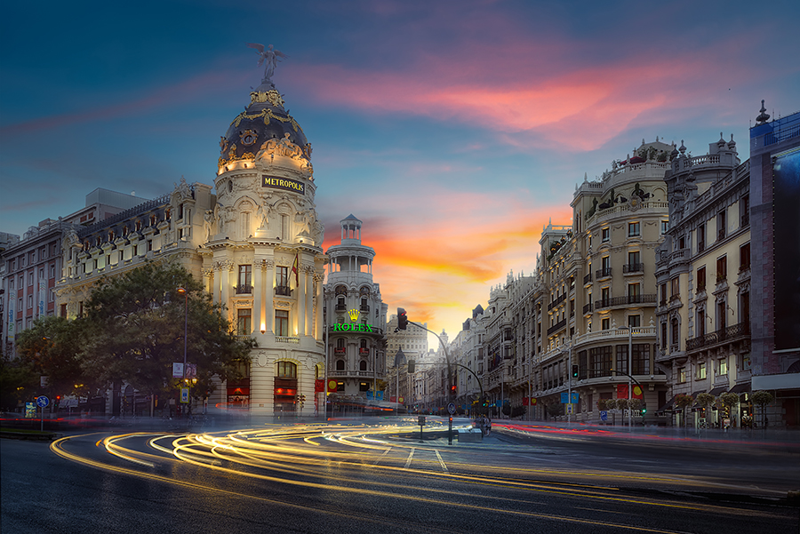 Madrid Edificio Metrópolis por la tarde