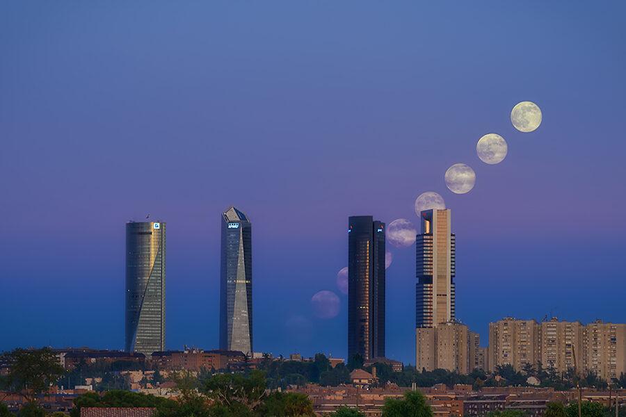 Fotos de Madrid Cuatro Torres Amanecer lunar