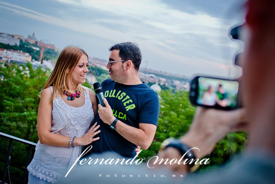 Fotos de pareja originales: Bea y Antonio en el Templo de Debod (Madrid).