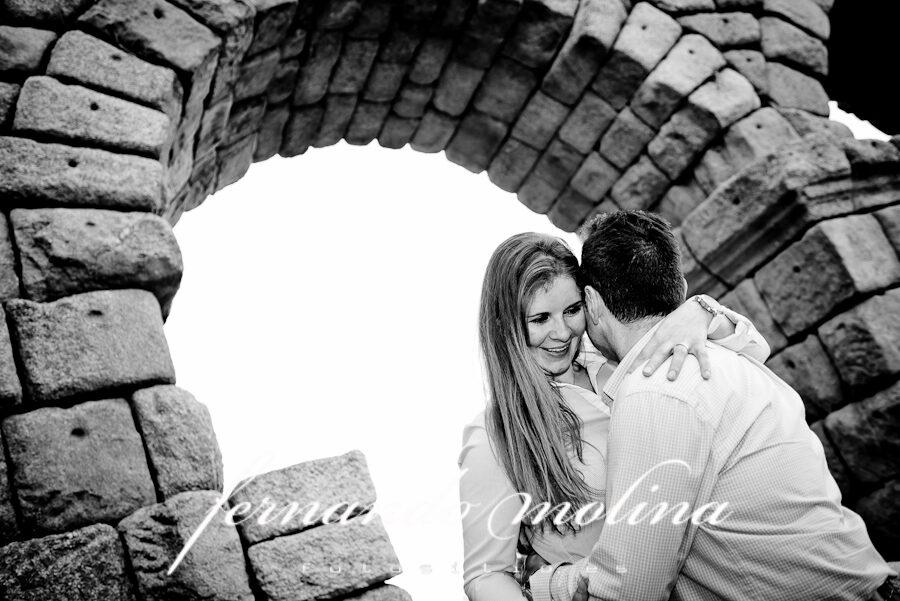Fotografías de pareja - Daniela y Tomás en el Acueducto de Segovia.