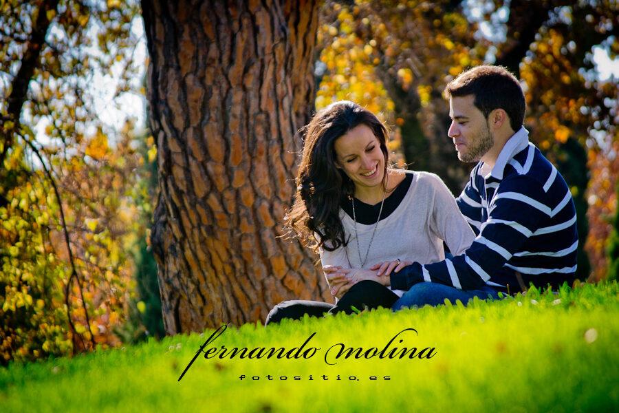 Fotografías de pareja - Magnolia y Álvaro en el Parque de El Capricho.