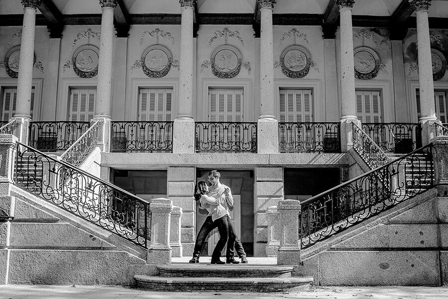 Fotos de pareja originales: Marlene y David en el Parque de El Capricho.